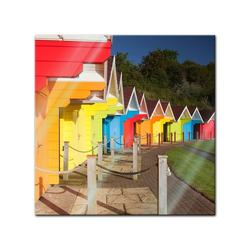 Bilderdepot24 Glasbild, Glasbild - Bunte Strandhütten in Grossbritannien 50 cm x 50 cm