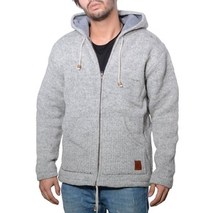 KUNST UND MAGIE Kapuzenstrickjacke Herren Strickjacke Wolle Jacke mit warmen Fleecefutter und Kapuze von Kunst und Magie grau S