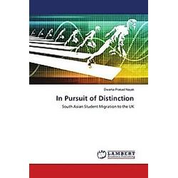 In Pursuit of Distinction. Dwarka Prasad Nayak  - Buch