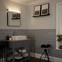 Varese gebogene LED Wandleuchte für Badezimmer, von Hudson Reed