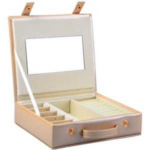 Small faux leather jewellery box Travel Storage Bag Organizer Display Case for Rings Earrings Necklace – Light Gold