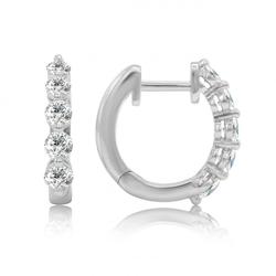 Goldene Creolen mit Diamanten geschmückt Chay