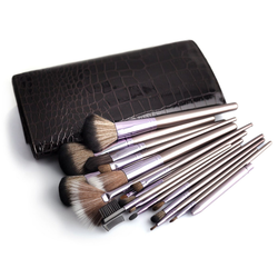 MyBeautyworld24 Kosmetikpinsel-Set 18 tlg. Kosmetik MAKEUP Pinsel Set Visagistin Pinselset Schminkpinsel Lidschatten Professionelle Kosmetik Kosmetikpinsel inkl. Tasche Kosmetiktasche im Krokodil-Design, 18 tlg.