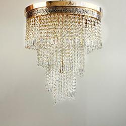 Eleganter Kristall Kronleuchter Wien aus geschliffenen Kristallen