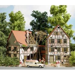 Busch 1667 H0 Verfallenes Fachwerkhaus