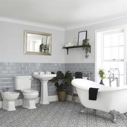 Nostalgie Bad Set mit freistehender Wanne, WC, Standwaschbecken und Bidet - Richmond, von Hudson Reed
