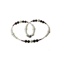 Bella Carina Perlenkette Süßwasser und Granat, Süßwasser Perlen und Granat 45 cm