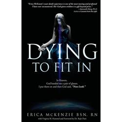 Dying to Fit In als Buch von Erica McKenzie