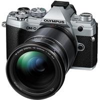 Olympus E-M5 Mark III silber + 12-200 mm
