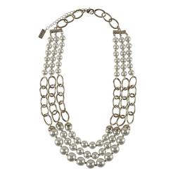 Collier mit Perlen