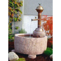 Schöpfbrunnen Haukur mit Kupfer-Brunnenauslauf und 2 Bronzevögeln