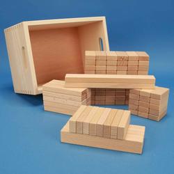 Set aus 100 flachen Baukltzen Grundma 3 x 1,5 cm in der Buchenkiste