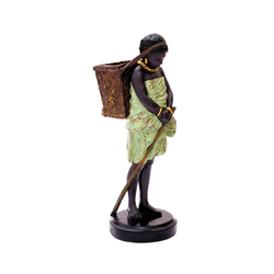 Brillibrum Dekofigur Deko Figur Mädchen mit Korb Dekofigur Wohnzimmer Afrikanerin mit Korb Afrikanische Dekofigur Blumentopf