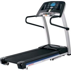 Life Fitness F1 Smart Laufband inkl. Bodenschutzmatte und Brustgurt
