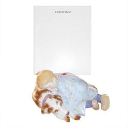 Meissen  'Figur bunt und gold staffiert' Kind auf Hund schlafend mit Zertifikat 18x16x8 cm Figur bunt und gold staffiert 10/105
