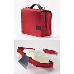 SchönfelderSkin in Farbe rot mit Buchstütze