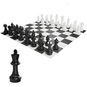 Ubergames GartenSchach Figuren und Brett, aus beständigem Kunststoff, König 30cm hoch, Brett 140x140 cm