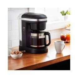 KitchenAid Filterkaffeemaschine KitchenAid 5KCM1208EOB, 1,7l Kaffeekanne, goldfarbener Permanentfilter, CLASSIC Drip-Kaffeemaschine mit spiralförmigem Wasserauslass