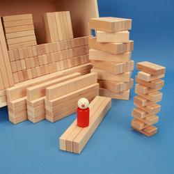 Set aus 300 flachen Baukltzen Grundma 3 x 1,5 cm in der Buchekiste