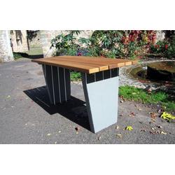 Lignit Tisch mit Betonfüßen zum Eingraben bzw. Einbetonieren lasiert 15 m lang