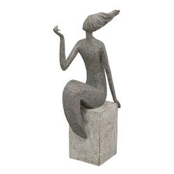 FrauenSkulptur Hilda auf Sockel, abstrakt