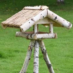 VOSS.garden Holm - preiswertes Reetdach-Vogelhaus mit Ständer
