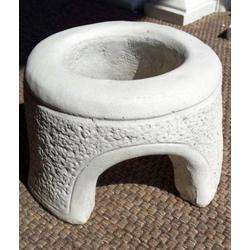 BAD-7176 Kleines Brunnenhaus für Wasserpumpe in einer Brunnenschale Gartenbrunnen
