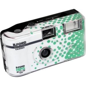 Ilford HP5 + Einwegkamera mit Blitz, Weiß und Schwarz