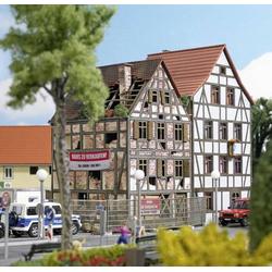 Busch 1668 H0 Verfallenes Stadthaus
