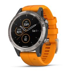 Fenix 5 Plus Saphir Titan mit orangefarbenem Armband