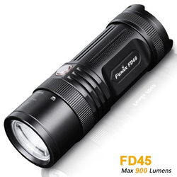 Fenix FD45 Cree XP-L HI neutral white LED Taschenlampe, 900 Lumen, fokussierbar mit Fokus