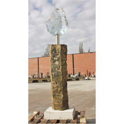 Basaltsäule mit Glas