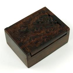 Guru-Shop Aufbewahrungsdose Geschnitzte Holzdose, Schatztruhe in 2 Größen -.. 7 cm x 3 cm x 5 cm