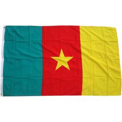 trends4cents Flagge XXL Flagge Fahne mit 3 Messingösen in 250 x 150 cm, aus robustem Polyesther, zum Hissen am Fahnenmast, TOP QUALITÄT, verschiedene Länder, EM WM, für Fahnenmaste Kamerun