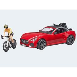 Roadster mit Rennrad und Radfahrerin